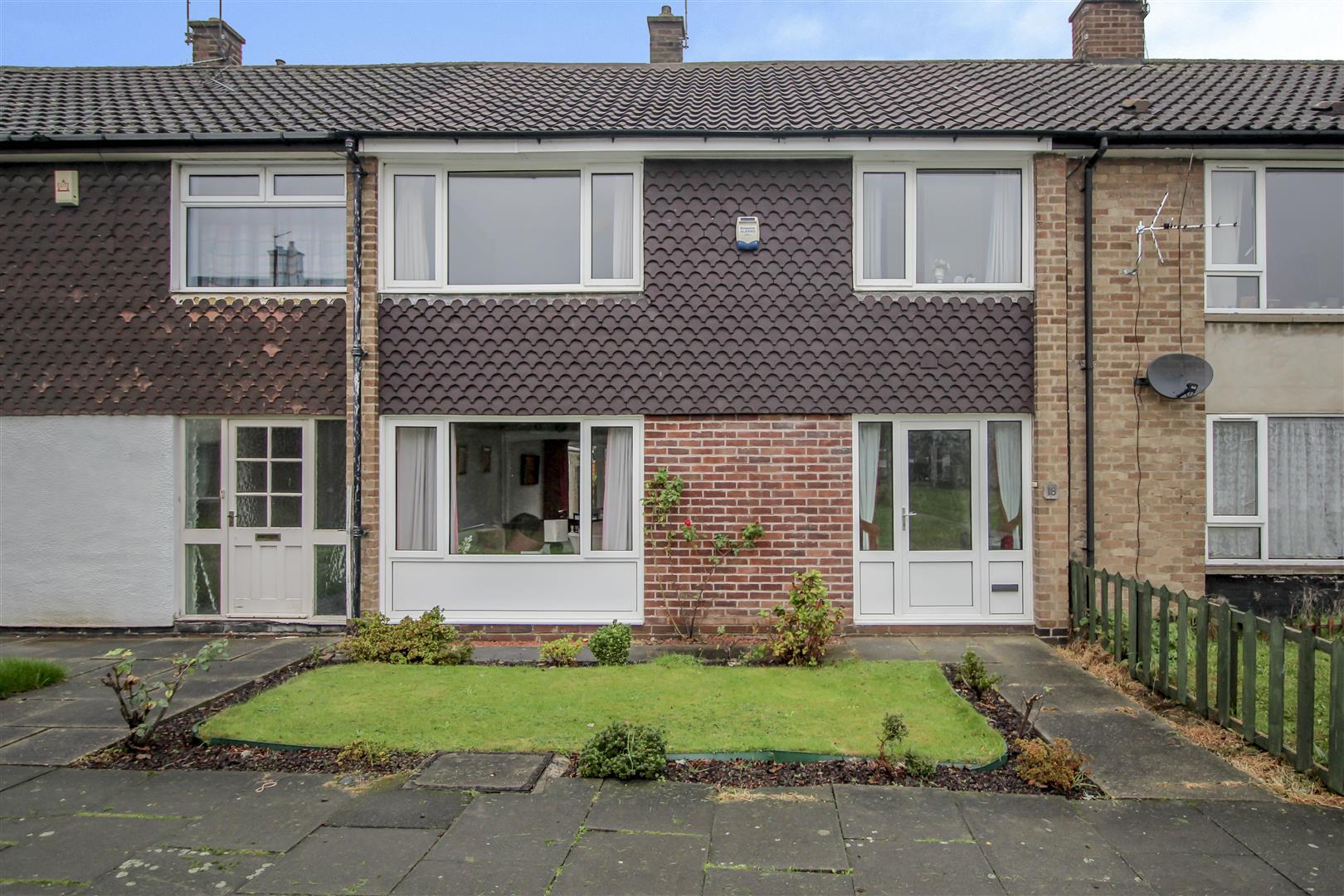 3 Bedrooms Terraced House for sale in Radburn Court, Stapleford, Nottingham